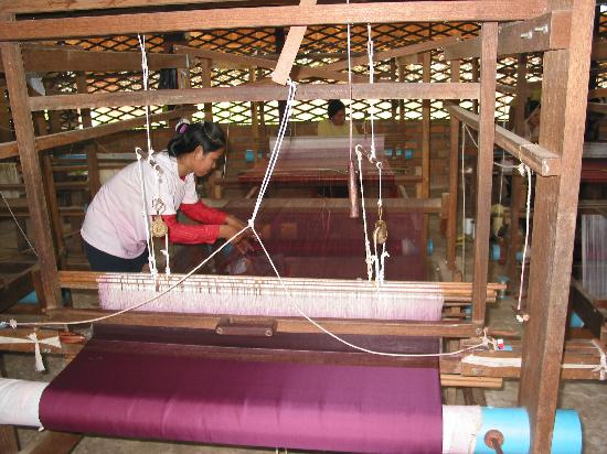puok silk farm weaving